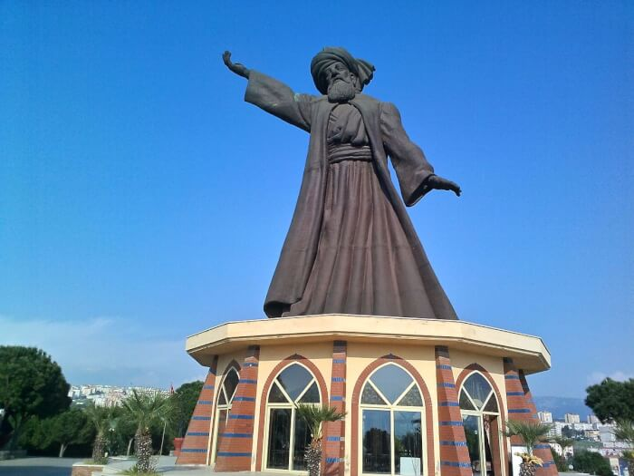 1200px-İzmir_Buca_Mevlana_heykeli_ve_mesire_alanı_5-1511095716.jpg