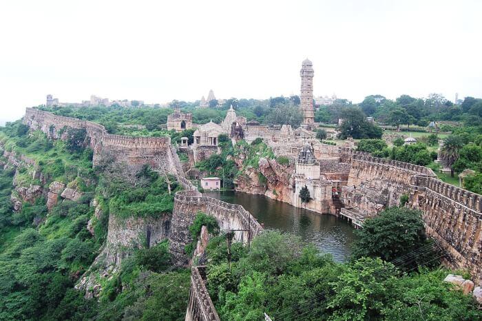 1200px-Chittorgarh_fort-1510236449.jpeg