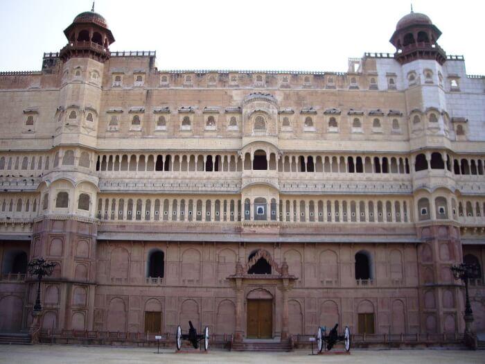 1200px-Junagarth_Fort,_Bikaner-1510236487.jpg