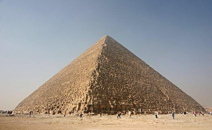 1200px-Kheops-Pyramid-1504892269.jpg