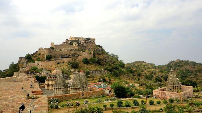 1200px-Kumbhalgarh_fort-1510236578.jpeg
