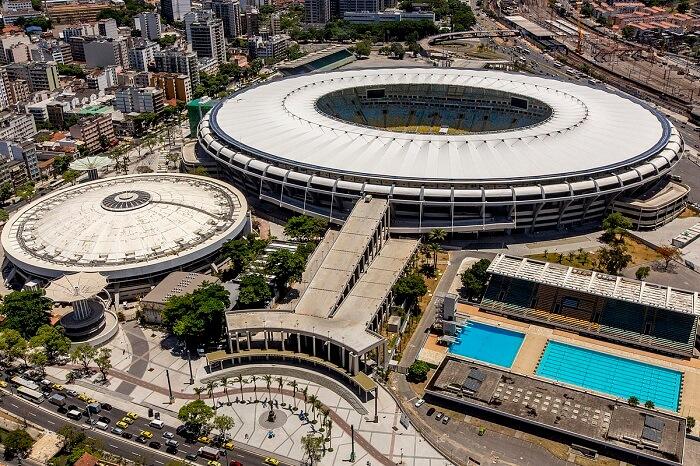 1200px-Maracanã_2014_e-1499353951.jpg