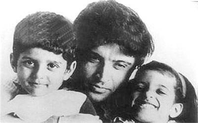 1421319052-javed-akhtar-with-kids-1516353636.jpg