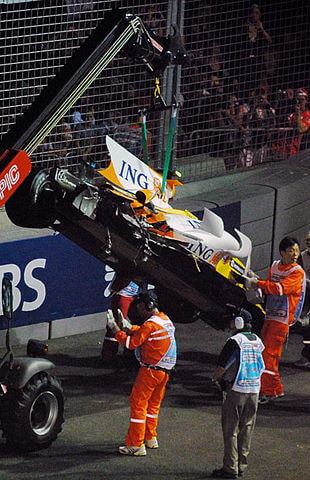 310px-2008_Singapore_Grand_Prix_Renault_Nelson_Piquet_Jr_crash-1517129601.jpg