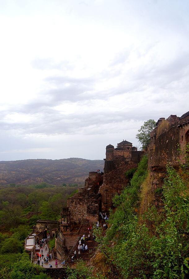 610px-Ranthambhore_Fort-1510236531.jpg