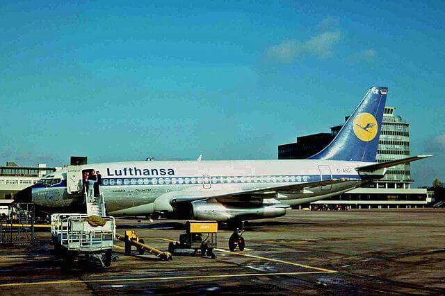 640px-D-ABCE_B737-230C_Lufthansa_MAN_24OCT75_(6141698947)-1513146642.jpg