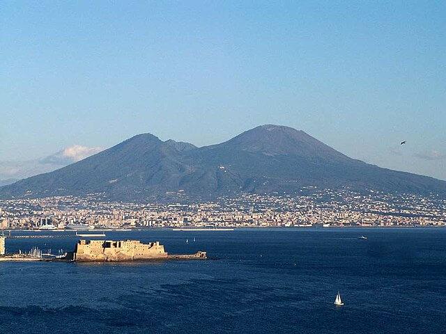 640px-Naplesbay01-1513499482.jpg