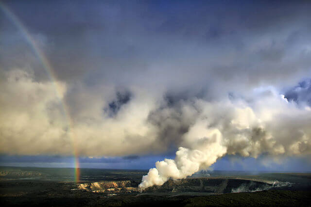640px-Rainbow_and_eruption_of_Halema`uma`u_vent_at_Kilauea-1517559039.jpg