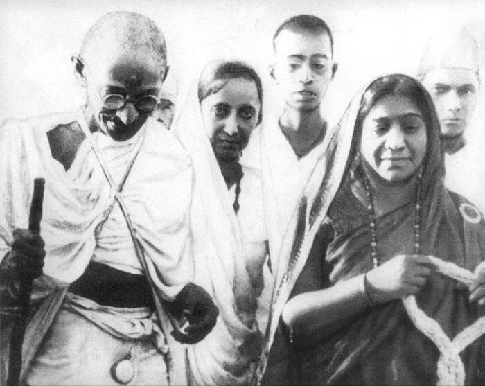 754px-Mahatma_&_Sarojini_Naidu_1930-1502181622.jpg
