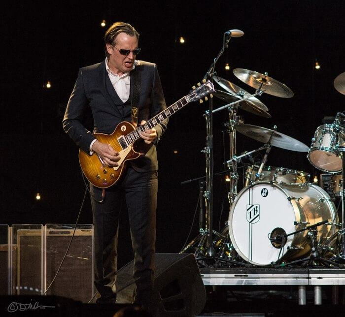 979px-Joe_Bonamassa_-_Radio_City_Music_Hall_Jan_2014-1505285324.jpg