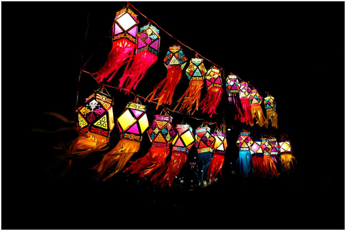 Aakash_Kandils_Diwali_lighting_Pune_India_2013-1508319446.jpg