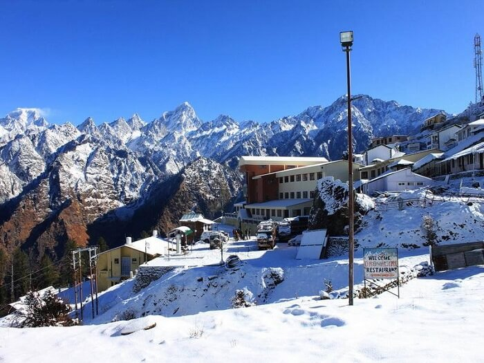 Auli_station,_Uttarakhand,_India_2011-1511596222.jpg