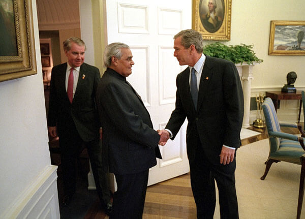 Bush_Vajpayee_Oval_Office-1510821902.jpg