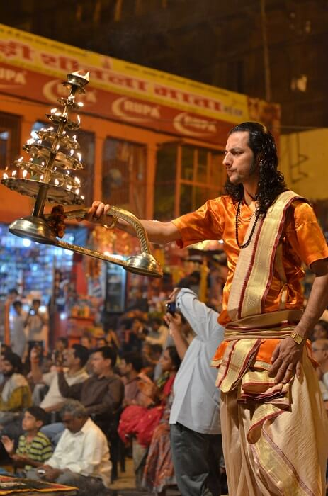 Ceremony_aarti,_Hindu_Puja_India_b-1501506576.jpg