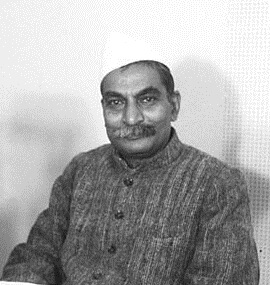 Food_Minister_Rajendra_Prasad_during_a_radio_broadcast_in_Dec_1947_cropped-1512041232.jpg