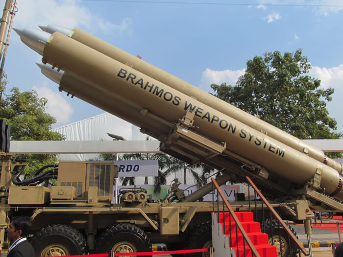 Indian_Army's_BrahMos_Mobile_Autonomous_Launchers_(MAL)_(2)-1527071211.jpeg