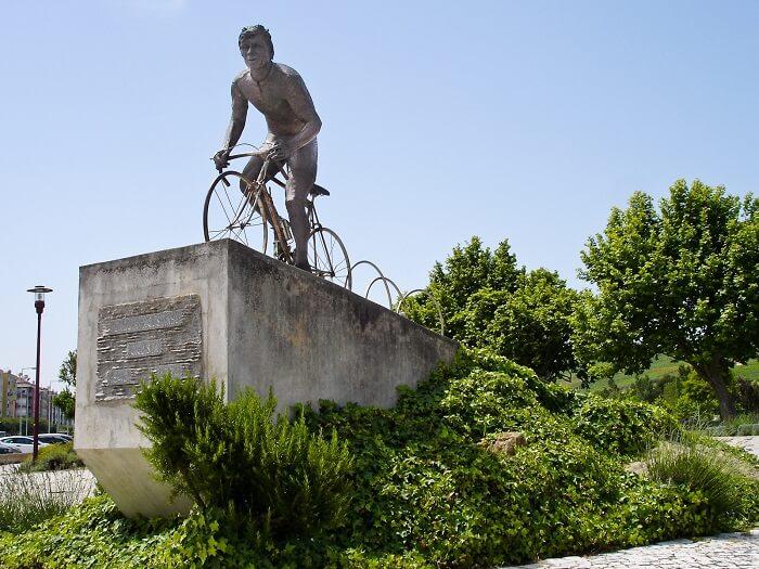 Joaquim-Agostinho-Memorial_Torres-Vedras-Portugal-1500974994.jpg