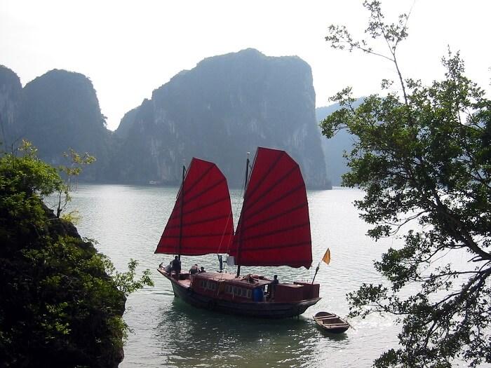 Junk_Halong_Bay_Vietnam-1504164737.jpg