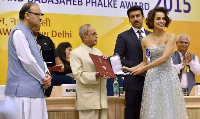 Kangana_Ranaut-receiving-the-National-Film-Award-1524641110.jpg