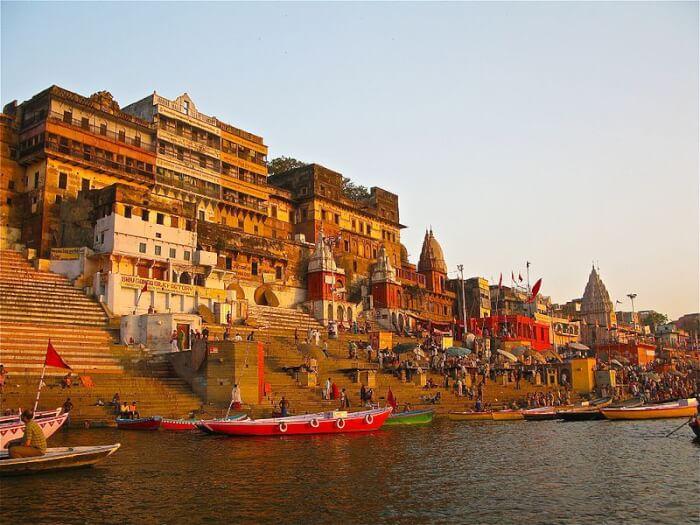 Kashi-Vishwanath-Temple-in-Varanasi-1515692069.jpg