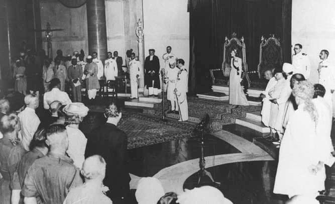 Lord_Mountbatten_swears_in_Jawaharlal_Nehru_as_the_first_Prime_Minister_of_free_India-1502616538.jpg