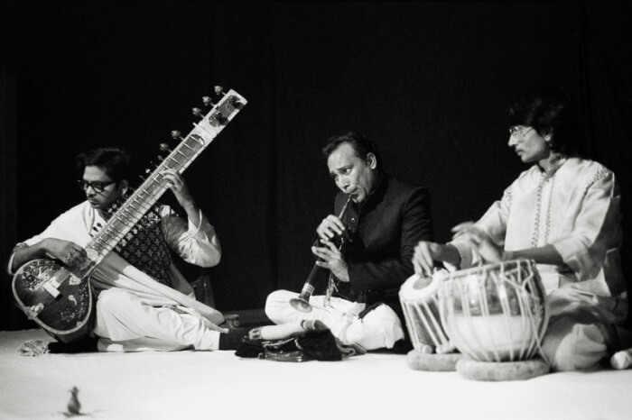 Music_ensemble_of_benares_1983_hp5_009-1508144507.jpg