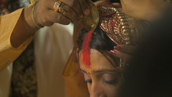 WHY DO INDIAN WOMEN WEAR A RED KUMKUM BINDI?