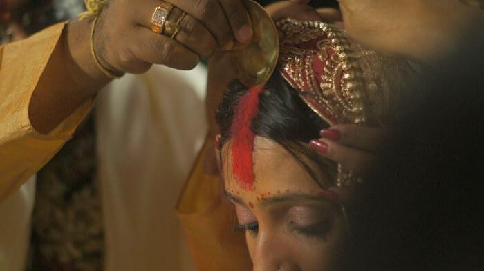 Sindoor_in_the_Indian_Hindu_Wedding-1502133411.jpg