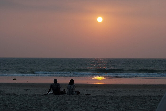 South-Beach-Couple-Goa-Lovers-Valentine-Sunset-20208-1511596423.jpg
