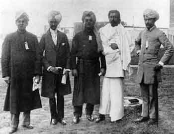 Swami_Vivekananda_1893_with_The_East_Indian_Group-1512638588.jpg