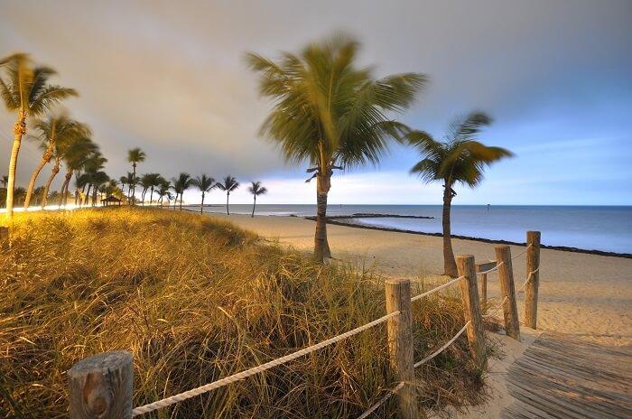 beach-825650_1920-1494307305.jpg