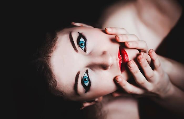 blue-eyes-237438_1280-1502135778.jpg