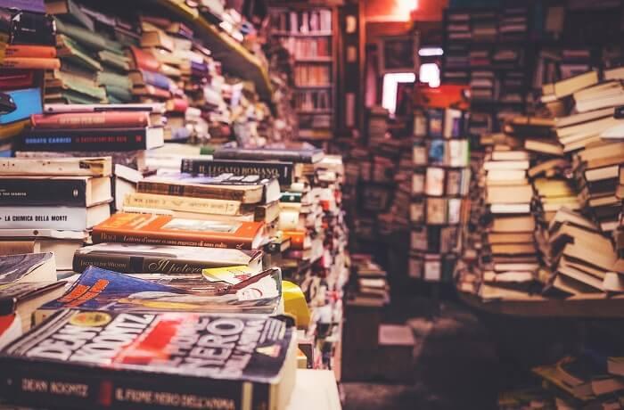 books-2211342_1280-1512299247.jpg