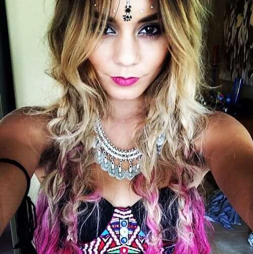 coachella-vanessa-hudgens-pink-hair-1516696642.jpeg