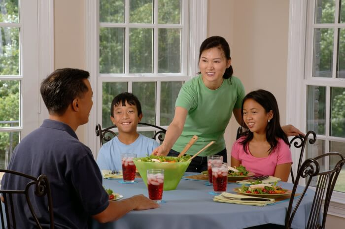family-eating-at-the-table-619142_1280-1505482018.jpg