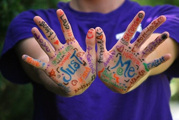 hands-423794_1920-1505202227.jpg