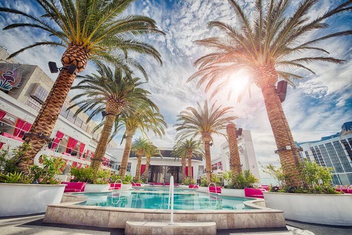 holiday-vacation-hotel-luxury-1493822294.jpg