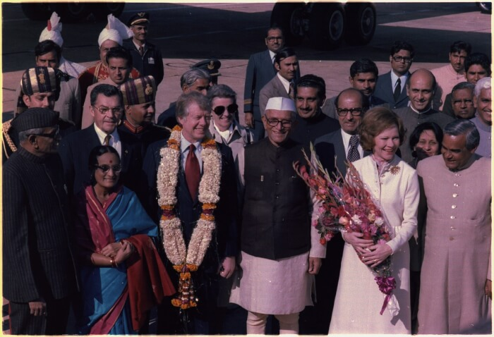 lossy-page1-1200px-Officials_of_India_welcome_Jimmy_Carter_and_Rosalynn_Carter_during_an_arrival_ceremony_in_New_Delhi,_India_-_NARA_-_177371-15108222