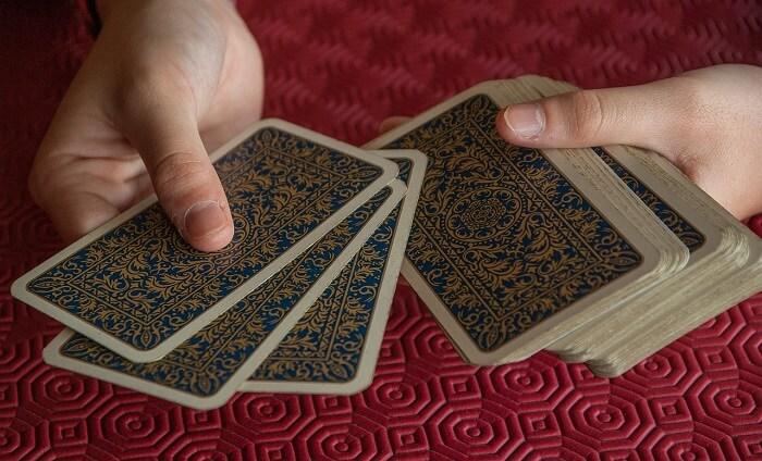 playing-cards-2205554_1280-1494839710.jpg