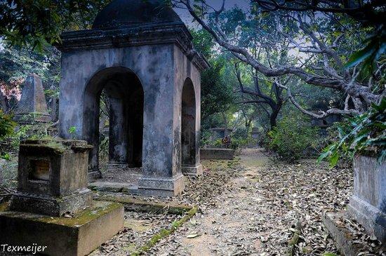 south-park-street-cemetery-1538469740.jpg