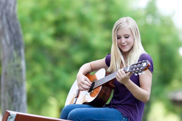 teen-girl-playing-guitar_nli0dm-1517899484.jpg